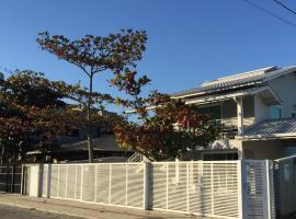Residencial Leone, hotel near Lagoon Beach, Bombinhas