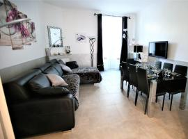 Amiral Courbet Apartment, luxury hotel in Juan-les-Pins