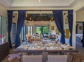 Luxury Villa sleeps 6, Beach Access, Montego Bay, luxury hotel in Montego Bay