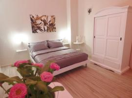 Da Polly a Piazza Amedeo, self-catering accommodation in Naples