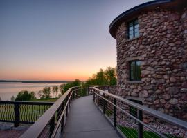 Saint Lawrence Spirits Château • Boutique Hotel, hotel near OLG Casino Thousand Islands, Clayton