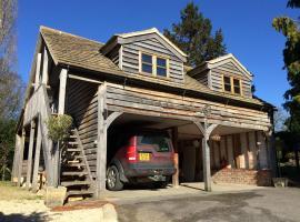 Greencourt Loft, homestay in Stonehouse