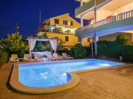 Apartments Kasalo, hotel with pools in Trogir