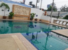Baan Jedpeenong Hotel, hotel near The East Square Hua Hin, Hua Hin