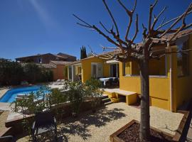 Cozy Holiday Home in Cogolin with Heated Pool, hotel in Cogolin
