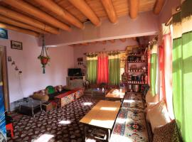 Lhachik Guest House, family hotel in Leh