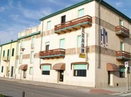 Hotel Manzi, hotel near Stazione Livorno Centrale, Marina di Pisa