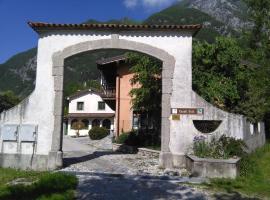 Casali Scjs, farm stay in Venzone