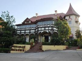 Hotel Sunrise Palace, hotel in Mount Ābu