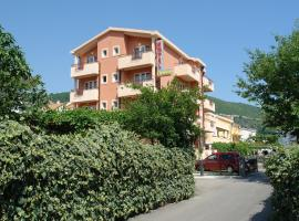 Hotel Fineso, hotel u Budvi