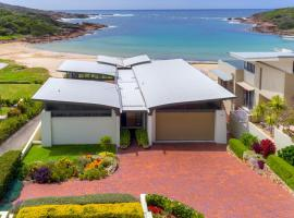 Sails on the Beachfront - Exclusive Seaside Home, hotel in Anna Bay