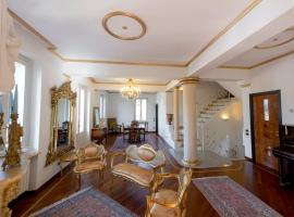 Villa Puccini Bed & Breakfast, budget hotel in Lecco