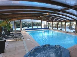 Logis Hotel-Restaurant Spa Le Lac, hôtel à Embrun