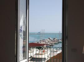Relais Mareluna - Luxury Apartments, family hotel in Salerno