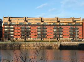 City Centre Riverside Apartment with private parking, ξενοδοχείο κοντά σε Glasgow Green, Γλασκώβη