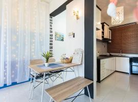 Family Seafront@Batu Ferringhi 峇都丁宜@暖宿, apartment in Batu Ferringhi