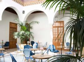 Santiago 15 Casa Palacio, hostel in Seville