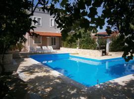 Feng Shui Cosmochoros, pet-friendly hotel in Corfu Town