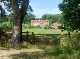 Grove Farm B&B, hotel near Westbury Court Garden, Newnham