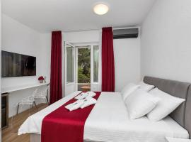 Luxury Rooms Paradise Garden, beach hotel in Makarska