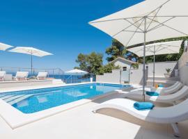 Seaside apartments with a swimming pool Prigradica, Korcula - 9290, hotel in Prigradica