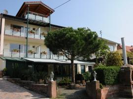 Pension Bergel, Hotel in der Nähe von: Kalmit, Sankt Martin