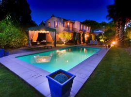 Saint Tropez VILLA dans petit domaine clos et gardienne 500m de la mer, pet-friendly hotel in Saint-Tropez