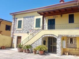 Casa Paolina, hotel in Carrara