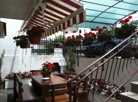 Apartments Antolović, hotel near Dusan Dzamonja Sculpture Park, Vrsar