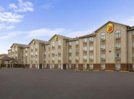 Super 8 by Wyndham Fort Nelson BC, hotel em Fort Nelson