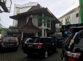 Tlogomas Guest House, hotel near Tlogomas Recreation Park, Malang