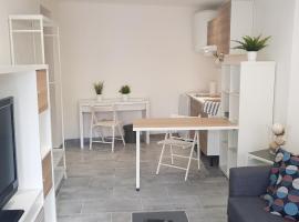 Studio au calme - Proche BEFFROI REVEL, hotel in Revel