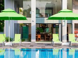8 on Claymore Serviced Residences - By Royal Plaza on Scotts (SG Clean), luxury hotel in Singapore