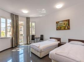 SeaSide Guest Rooms, guest house in Burgas
