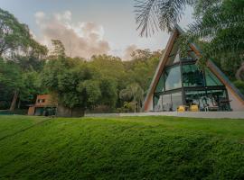 Bamboo Garden House, hotel in Laem Sing