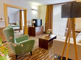 Equitana Hotel Resort, hotel in Březnice