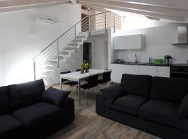 Suite W (Ampia Mansarda in Centro con Garage Privato), hotel near Piazza Duomo, Trento