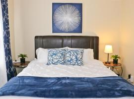 Close to Downtown and Beach - King Bed - Fast WiFi - Free Parking, apartment in Long Beach
