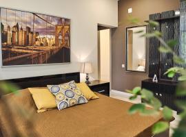 Hotel Plutus, отель в Сочи, рядом находится Сочинский Маяк