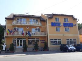 Hotel Queen, hotel Aradon