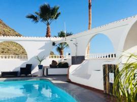 La casa blanca maspalomas - Adults Only, hotel met zwembaden in Maspalomas