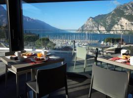 Hotel Riviera, hotel in Riva del Garda