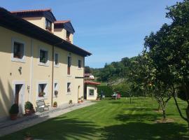Casa de Aldea El Frade, hotel in Camango