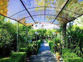 Residenza Caserta Sud - Appartamento con giardino, budget hotel in Caserta