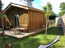 Escale sous les pins, holiday home in Salles
