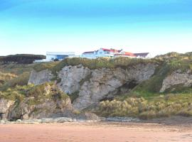 Royal Court Hotel, hotel in Portrush