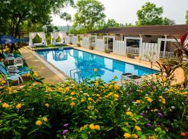 White Woods Resort & Spa, hotel with pools in Morjim