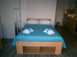 Studio apartment Luzia, hotel in Komiža