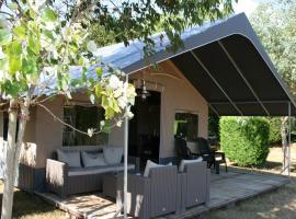 Country Camp camping de Kooiplaats, luxury tent in Schiermonnikoog
