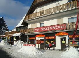 Am Kahlen Asten-Astenkick, hotel in Winterberg